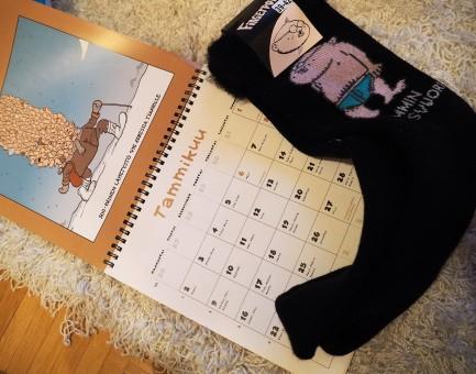 Fingerpori -kalenteri ja sukat